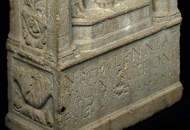 Voet Nehalennia altaar