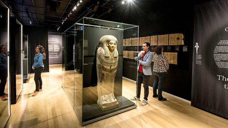 Bezoekers Zaal_Goden_van_Egypte
